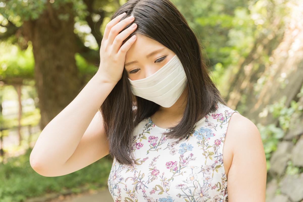 マスク定価の女性
