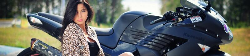 バイクと外国人女性