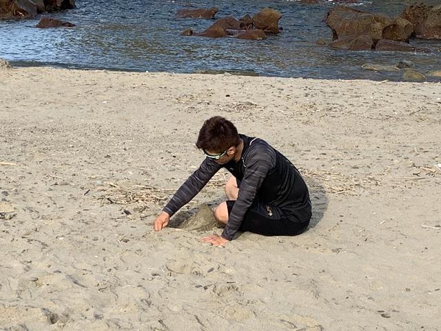 岡田明丈砂山作る